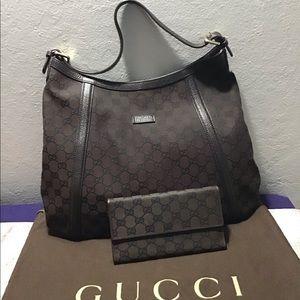 Gucci Shoulder Bag with Tri-fold Long Wallet Set